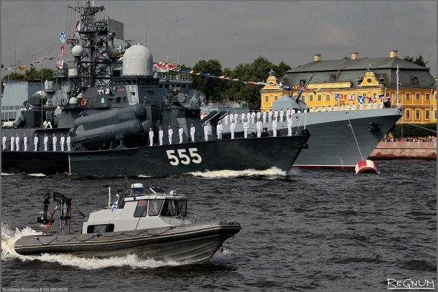 Главный военно-морской парад России начался в Петербурге и Кронштадте