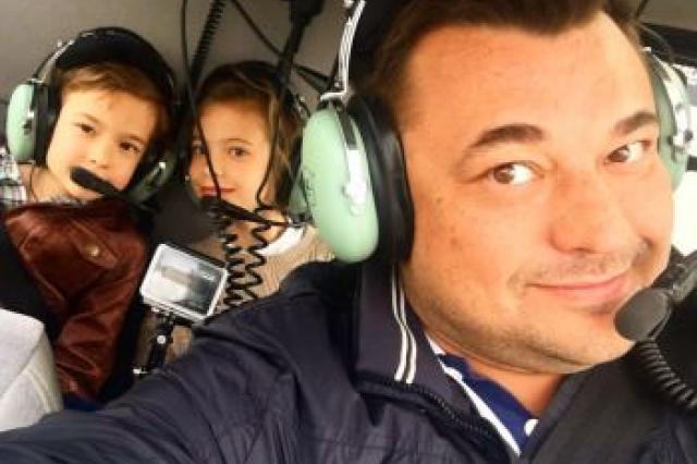 «Руки вверх» спели на борту вертолета