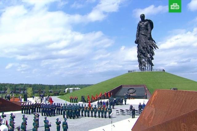 Владимир Путин и Александр Лукашенко открыли мемориал Советскому солдату подо Ржевом