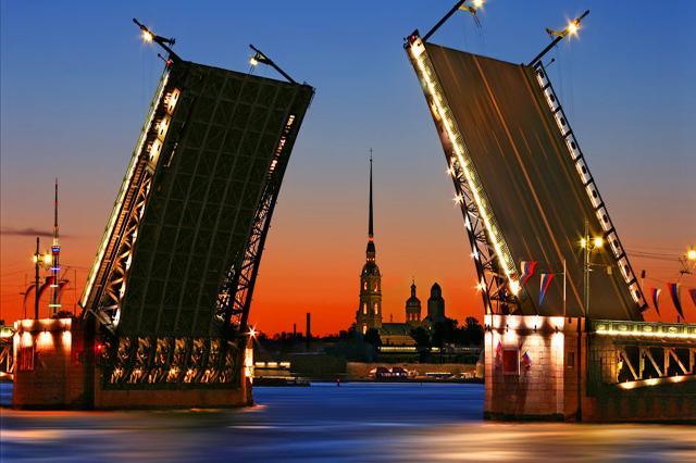 «Живые статуи» в Санкт-Петербурге