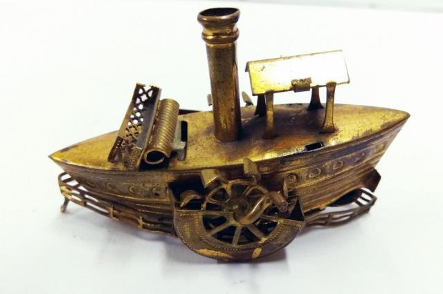 Музей Москвы и творческая студия ДЭЗ №5 представляют  выставку-игру «Жизнь замечательных вещей»