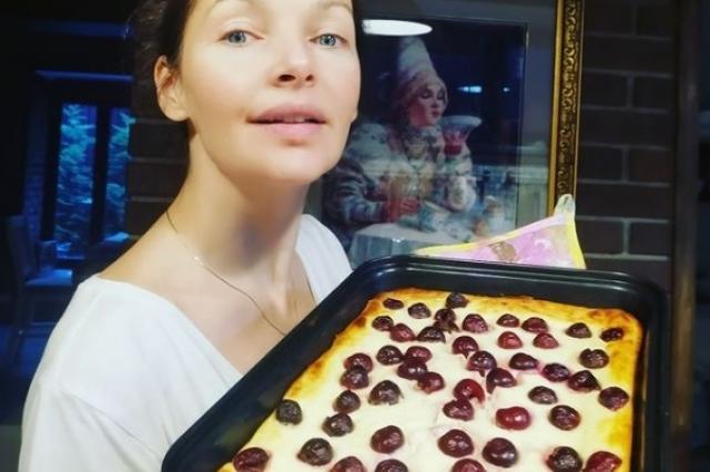 Рецепт творожной запеканки с вишней от Наталии Антоновой