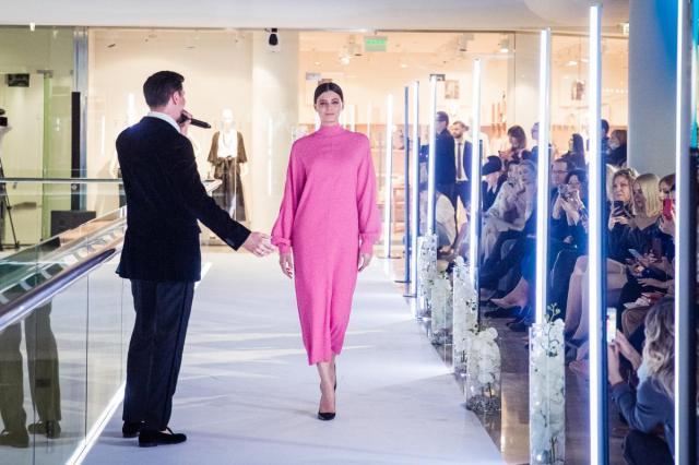 """Модный показ коллекции Игоря Чапурина на открытии фотопроекта """"Я есть"""" в поддержку людей с физическими особенностями"""