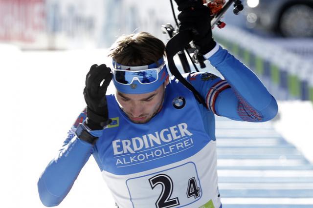 Шипулин завоевал серебро в спринте на этапе КМ по биатлону в Чехии