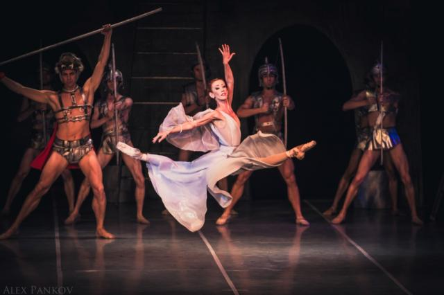 «Лебединое озеро» и «Спартак» Государственного академического театра классического балета