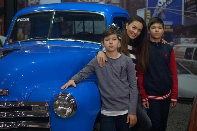 Наталья Лесниковская, Юлия Такшина и Анастасия Меськова  подарили своим мужчинам праздник