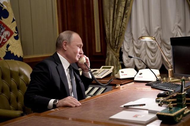 Путин поздравил Кадырова с днем рождения отца и открытием мечети в Шали