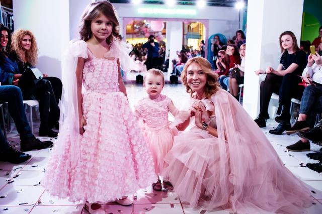 Бренд ShuShu создал коллекцию «Family Look» для мам и дочек
