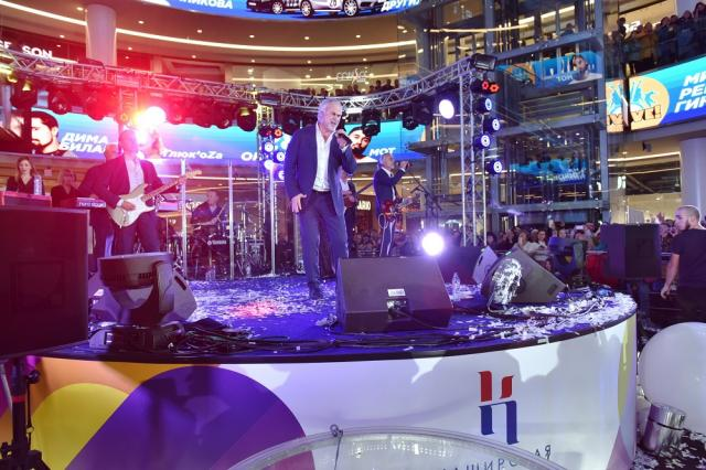Валерий Меладзе, Елена Темникова и Дима Билан выступили на открытии ТРЦ «Каширская плаза»
