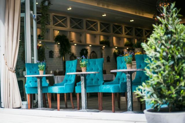 Летняя веранда в Mentano Cafe