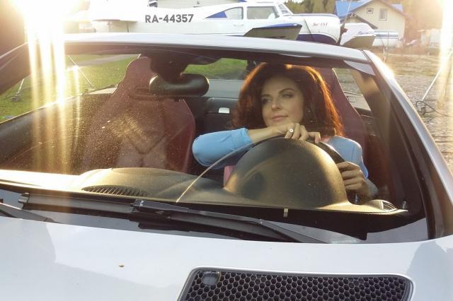 На съёмках клипа «Розовая нежность» Наталия Власова стала пилотом