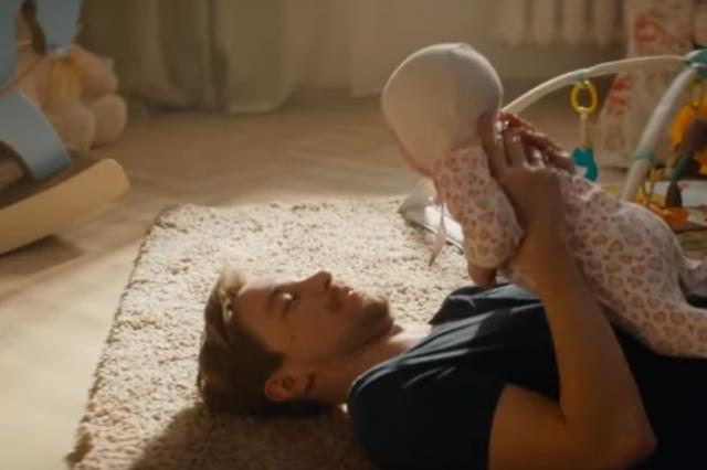 «Потому что папа тебя любит!» - самый трогательный музыкальный номер «Тополиный пух» из фильма «Лёд 2»