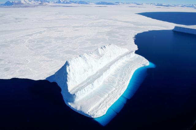 "NASA ""потеряло"" 14 млрд тонн льда в Антарктике"