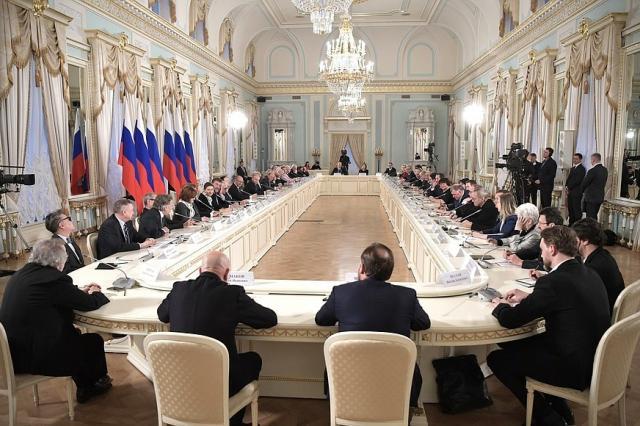 Владимир Путин встретился с деятелями культуры и искусства