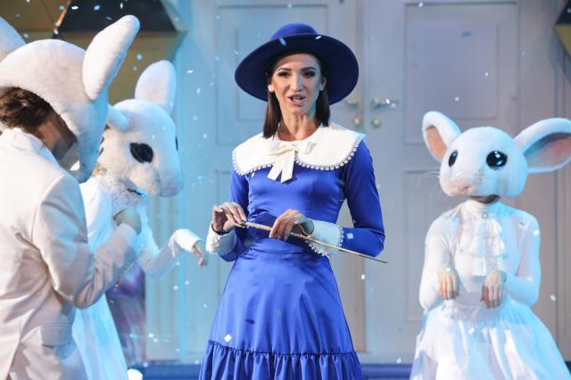 Бузова примерила образ Мэри Поппинс на съемках новогоднего шоу