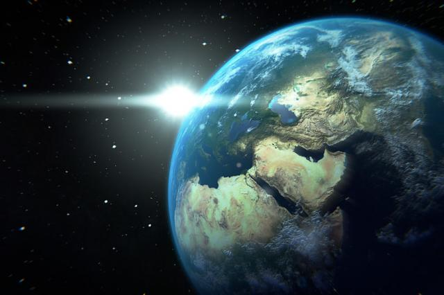 За сто лет по вине человека земная ось сдвинулась на 10 см