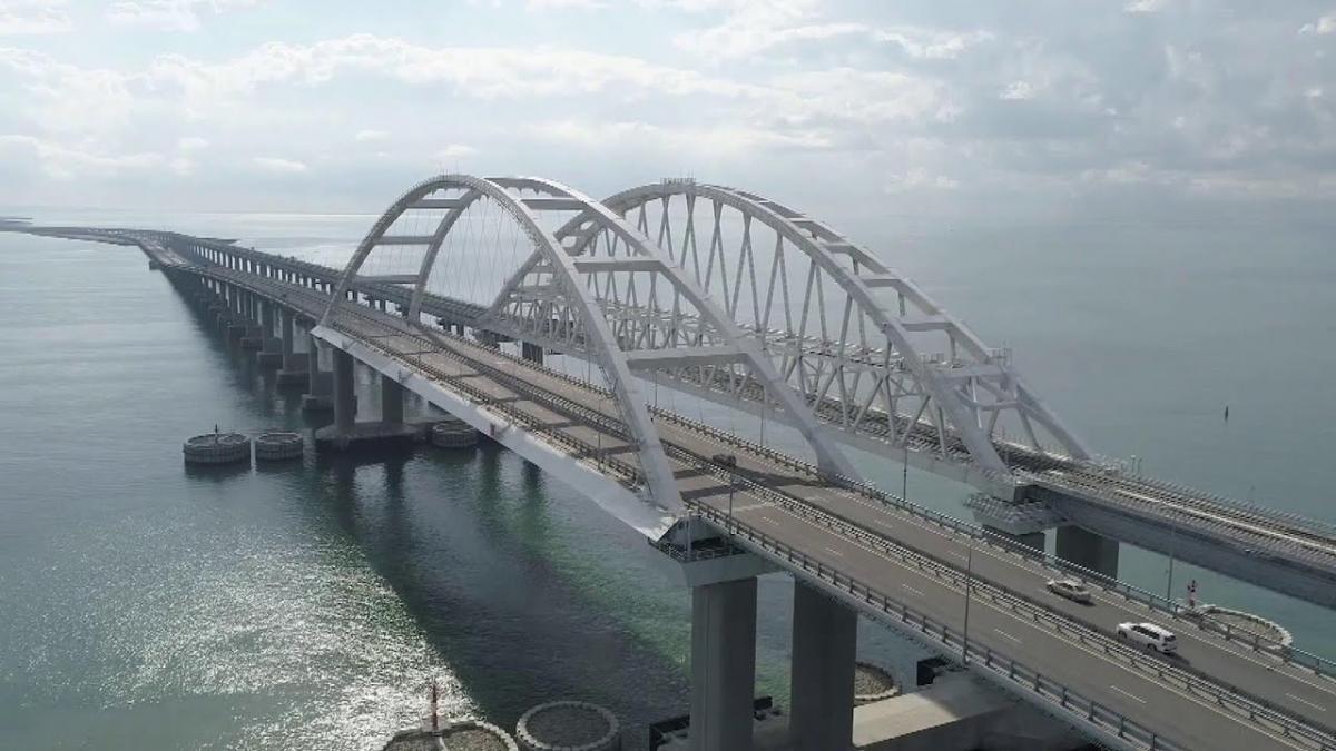 «Поезда идут в Крым!» -   Владимир Путин  торжественно открыл движение по железнодорожной части Крымского моста