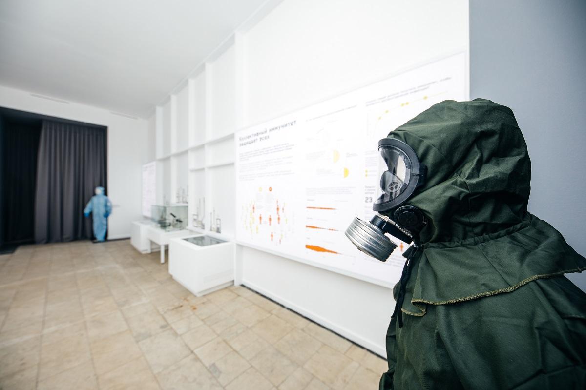 «Жизнь с вирусами»: на ВДНХ открылась бесплатная выставка о борьбе человека с эпидемиями