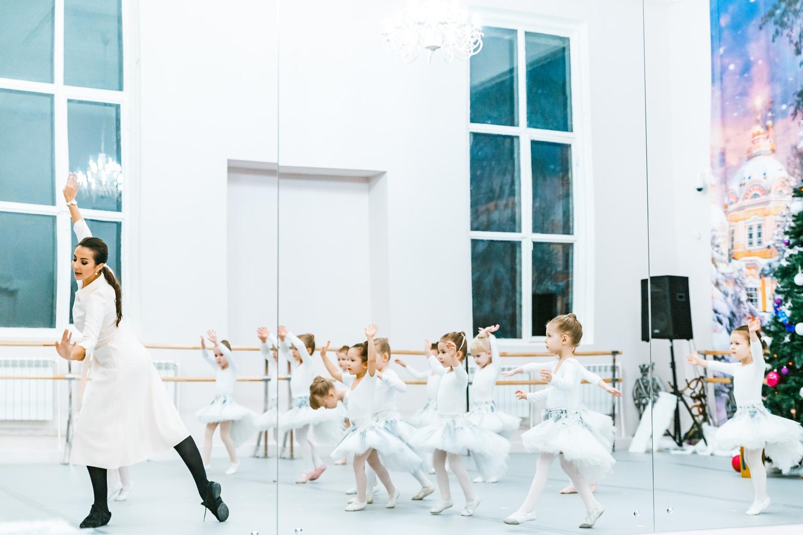 Впервые в балетной школе на ВДНХ стартуют занятия по йоге и народному танцу