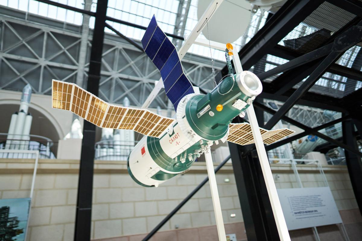 Гермошлем и макет станции «Салют-6»: Наталья Сергунина рассказала о новых экспонатах центра «Космонавтика и авиация» на ВДНХ