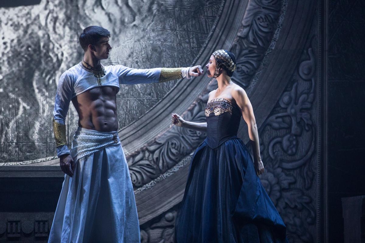 «Калигула» в Московском Губернском театре