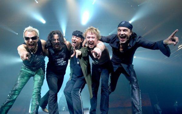Музыканты Scorpions на концерте в Санкт-Петербурге подняли российские флаги