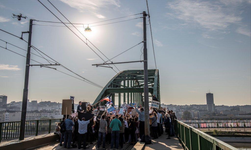 Гоша Куценко и Милош Бикович перекрыли мост в Белграде