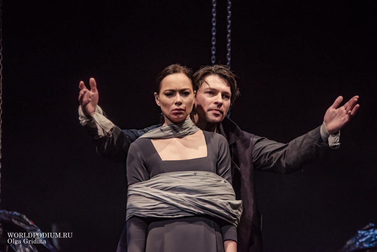 Даниил Страхов и Настасья Самбурская в спектакле «Макбет»