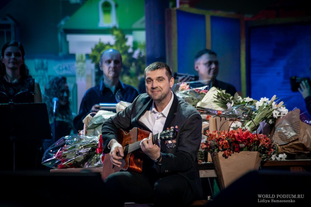 Триумфальный концерт Сергея Куприка в Кремле: «Пусть нас роднят, хранят года и пусть цветёт, живёт любовь!»