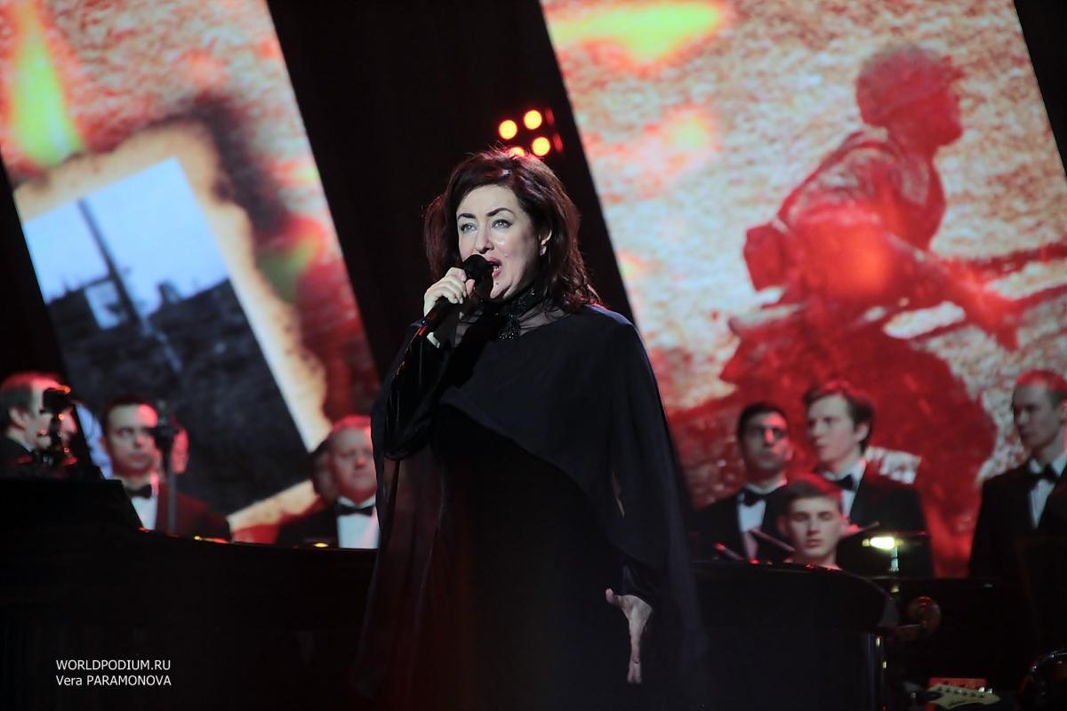 «Поклонимся великим тем годам!..» Тамара Гвердцители выступила в Кремле с программой «Накануне победной весны»