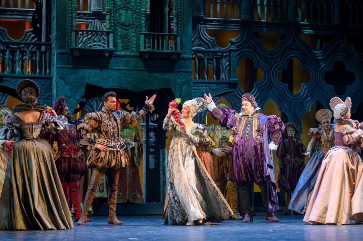 «Пока легки и мысли, и походка - танцуй и пой, красотка!»: мюзикл «Куртизанка» на сцене Московского театра оперетты