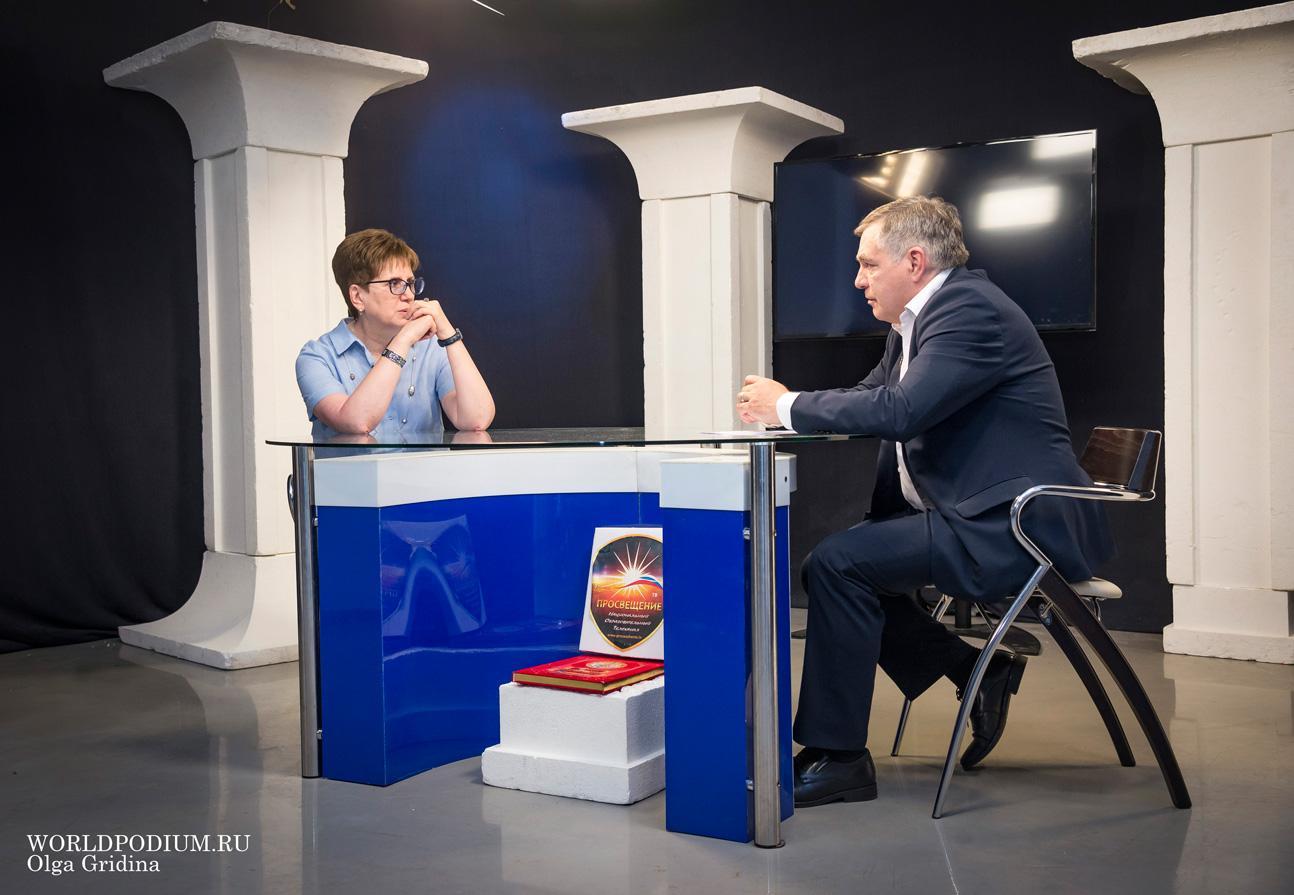 Ирина Сухолет в эфире программы «Высшая школа» на канале «Просвещение»