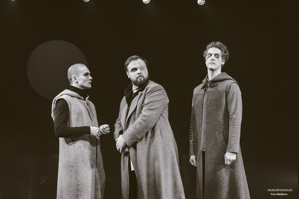 «Ричард III» в театре им. Евгения Вахтангова: «Так в чем отличье черни от господ? Ни в чем, коль внешний блеск не брать в расчет!»