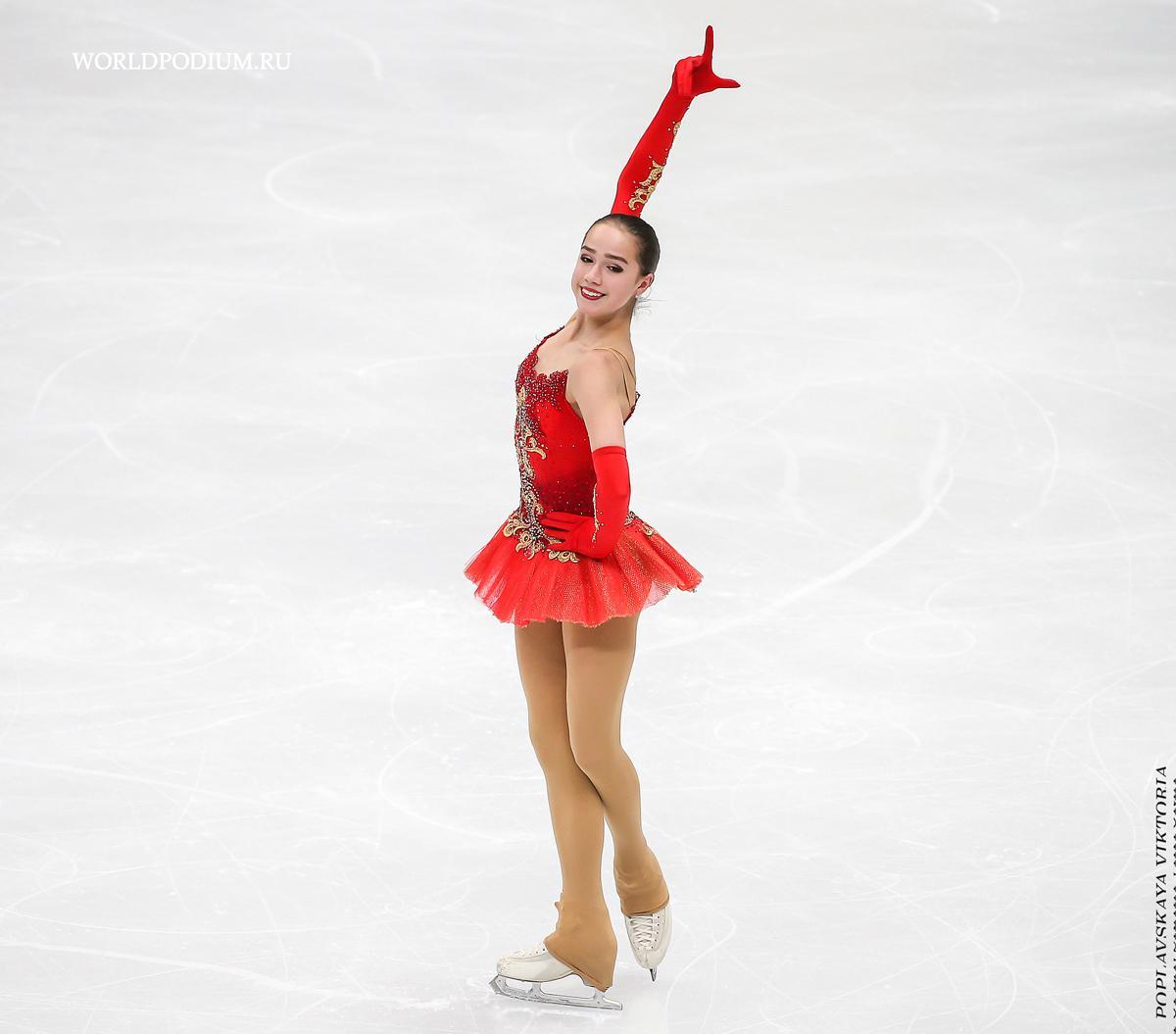 Алина Загитова принесла России первое золото Олимпиады. Евгения Медведева завоевала серебро
