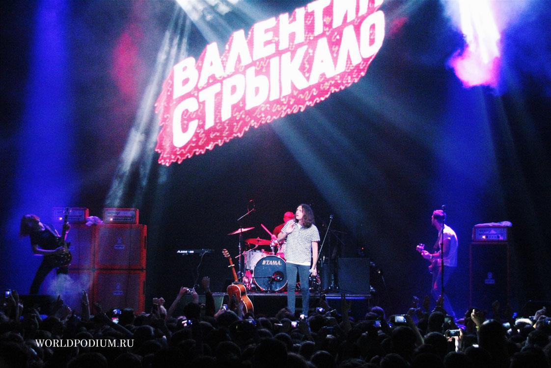 """7 марта  в Москве звучали """"песни для девочек"""" от группы """"Валентин Стрыкало""""!"""