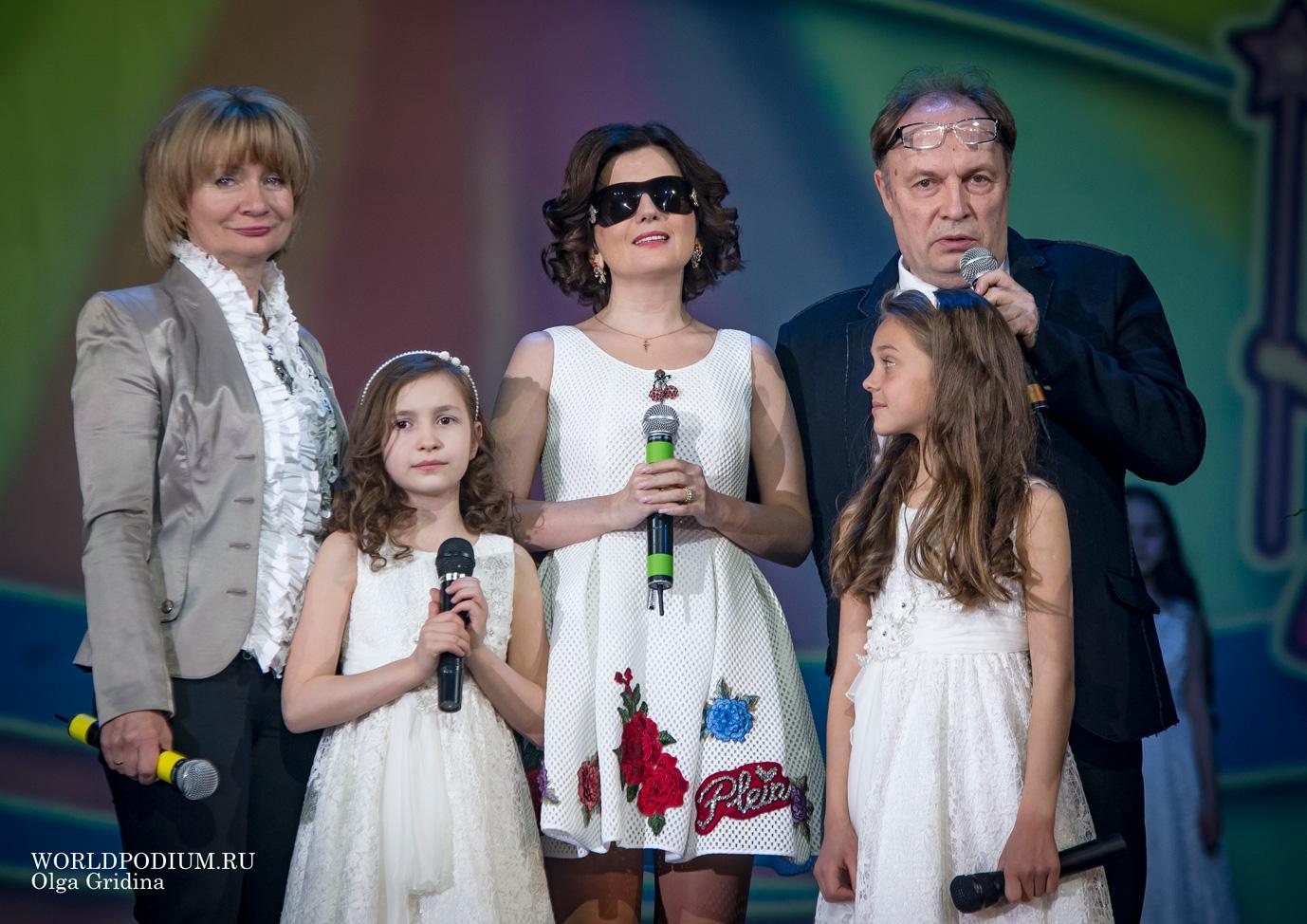 Диана Гурцкая стала почётным гостем на отчётном концерте театра «Домисолька»