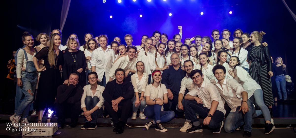 Студенты мастерской Владимира Стержакова ИСИ сняли юмористическое видео на хит «Плачу на техно»