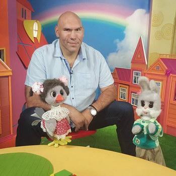 Николай Валуев стал новым ведущим «Спокойной ночи, малыши»