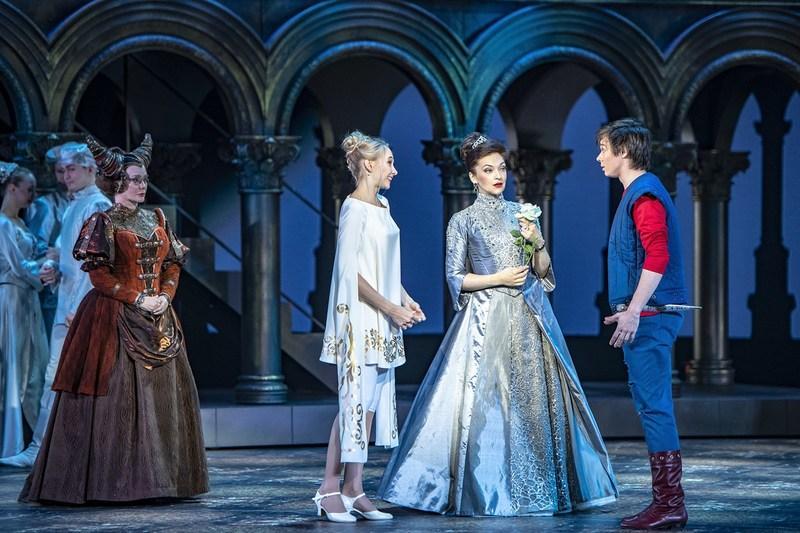 «Слово о любви не ново, только мы готовы плакать и смеяться вновь!» - мюзикл «Ромео VS Джульетта XX лет спустя» в Московском театре Оперетты