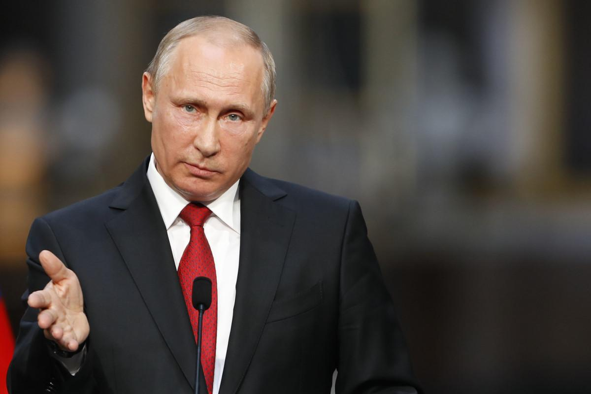 Путин присвоил звания Героев России пилотам аварийно севшего А321