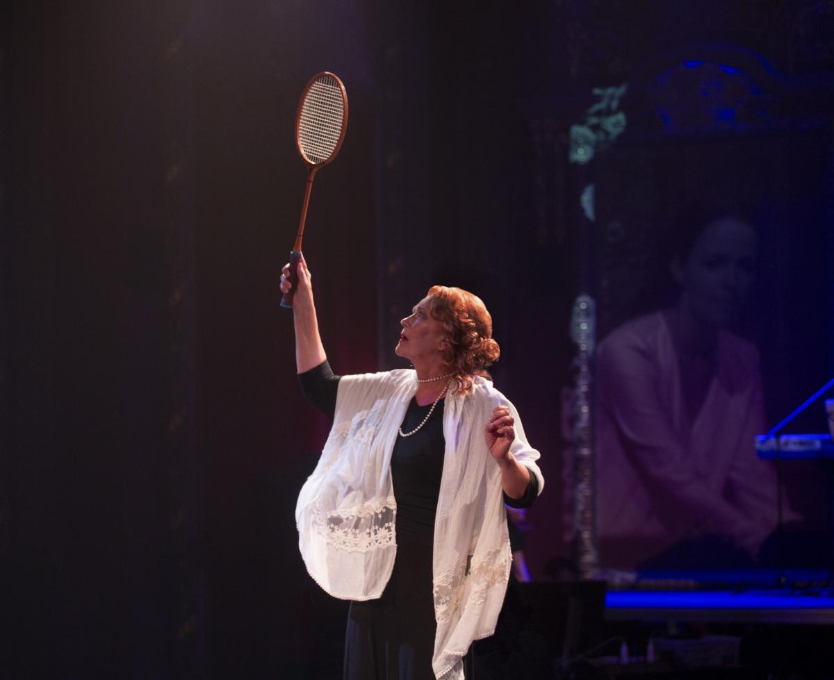 Ирина Алфёрова в спектакле «Толстого нет» на сцене театра «Школа современной пьесы»