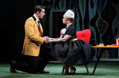 Гармоничный тандем фарса и философии в зажигательном спектакле «Как важно быть серьёзным» на сцене Театра им. Моссовета