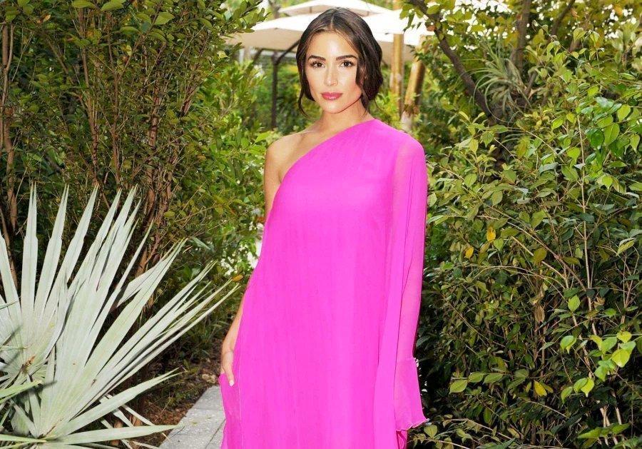 В весенне-летней коллекции Valentino целая глава посвящена розовому цвету