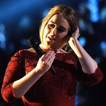 Адель во время выступления на «Грэмми» растрогалась до слёз