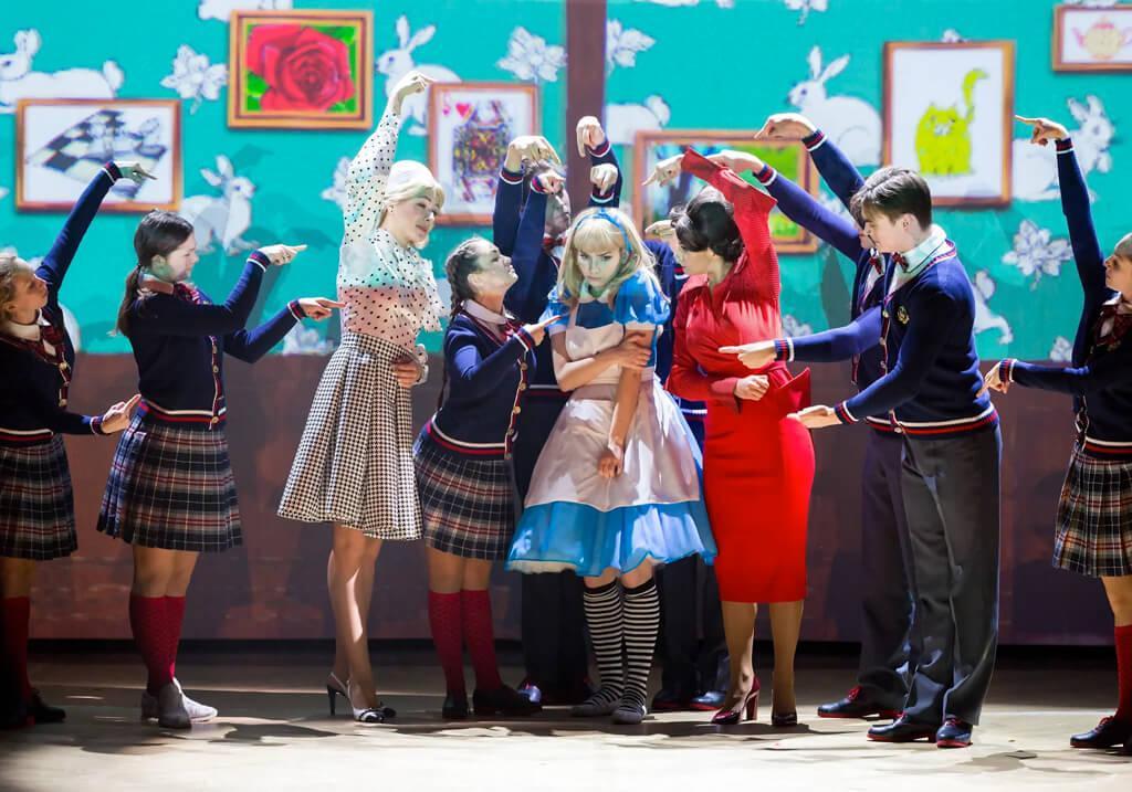 «Чудеса и Куралесы» в Театре Мюзикла