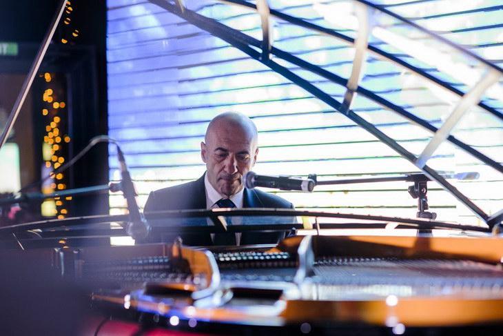 Игорь Крутой сыграл на фантастическом рояле в Beauty Lab by L.Raphael