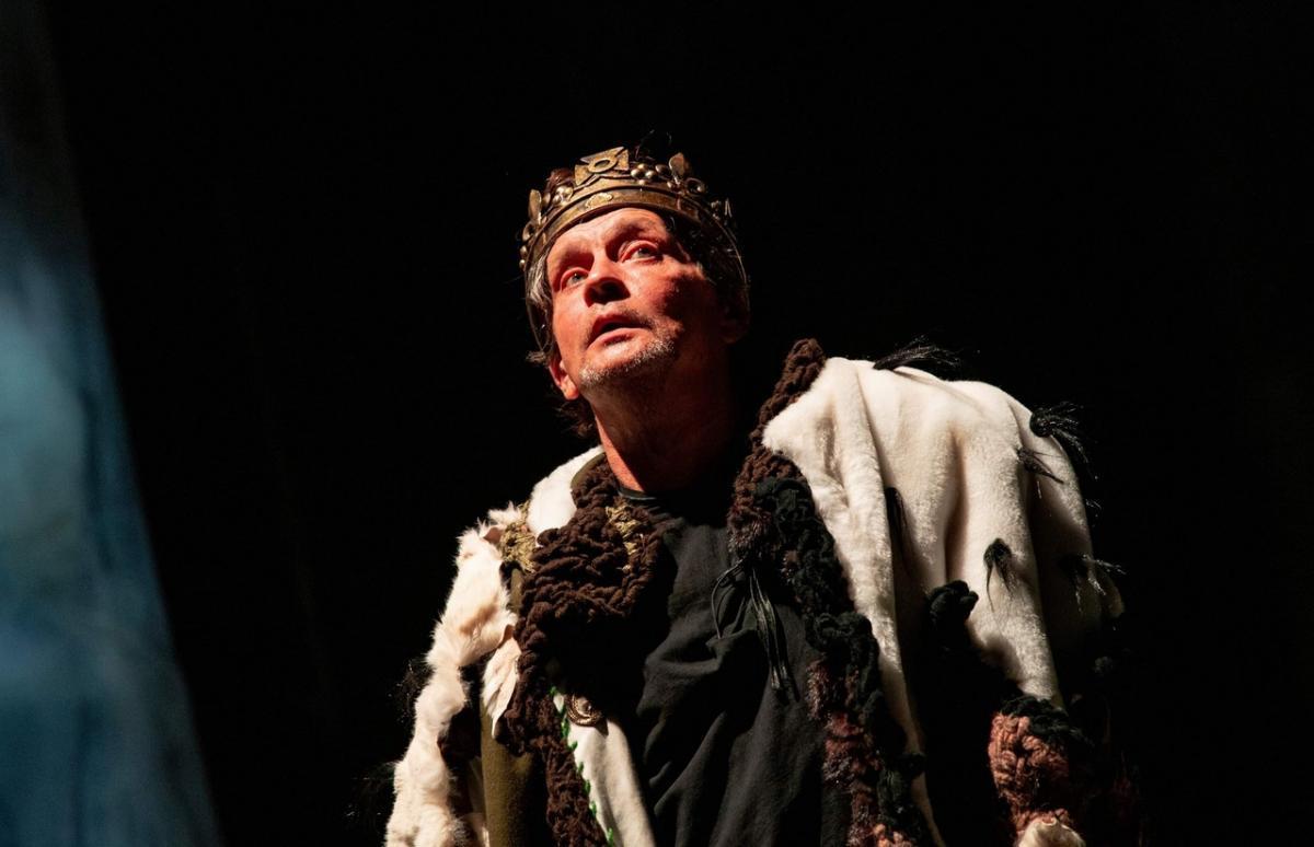 «Как страшен мир - зло напролом идёт, а все молчат, воды набравши в рот!»: неукротимая жажда власти в блистательном спектакле «Ричард III» Театра им. Моссовета