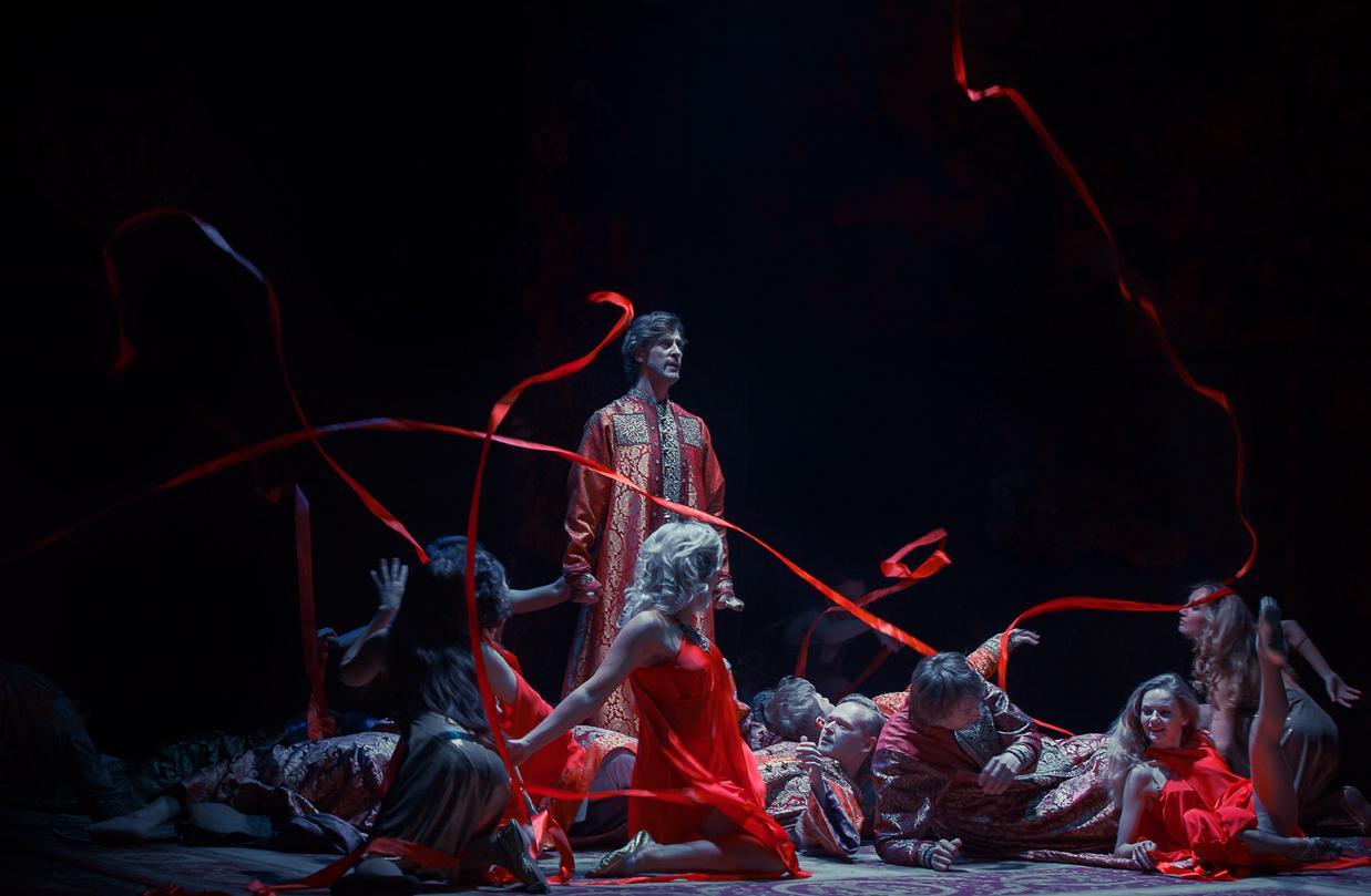 В театре «Модерн» представили спектакль Юрия Грымова «Юлий Цезарь»