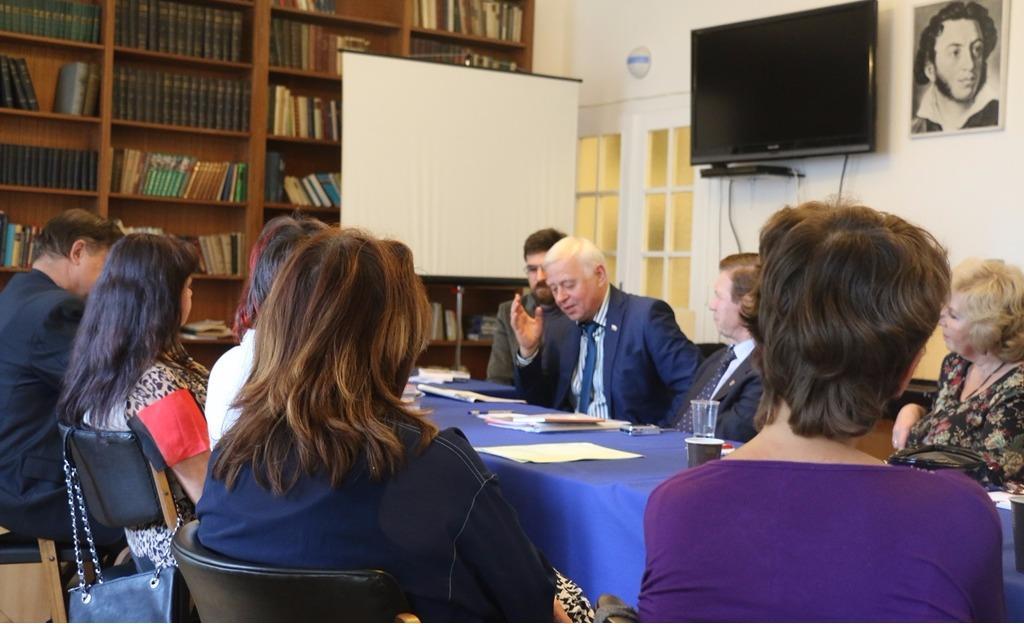 Российские поэты и писатели обсудили проблемы перевода в РЦНК в Праге