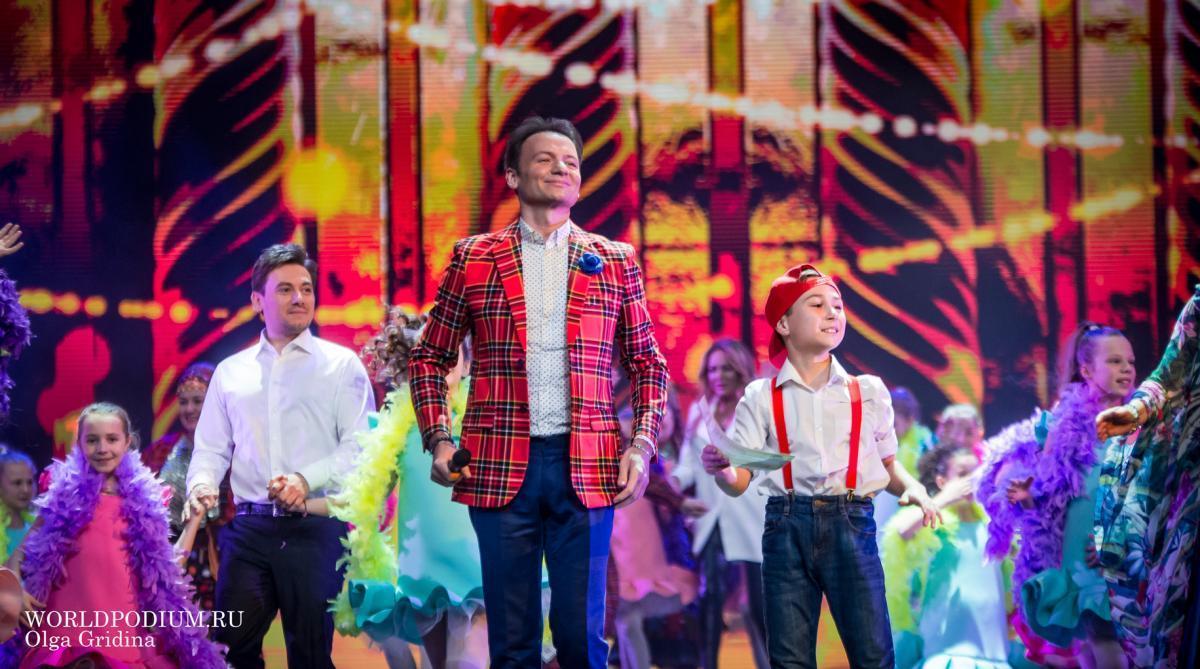 «Домисолька» и Александр Олешко поздравили россиян в эфире Первого канала с Новым годом